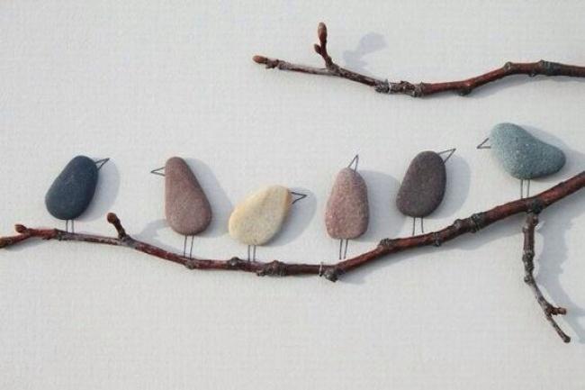 © Sydnay Spitaleri  Для панно вэкостиле возьмите гальку иприклейте еенакартон или дерево.