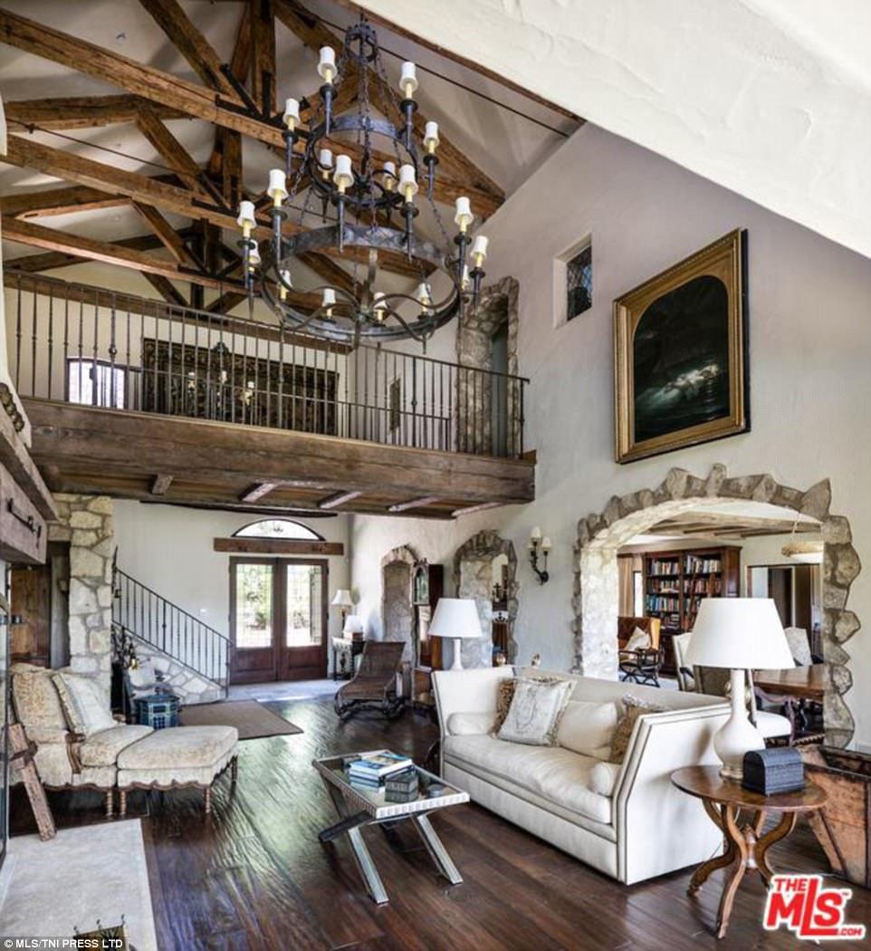 Храброе предложение: Мэл Гибсон продает «средневековое» имение за 21миллион долларов