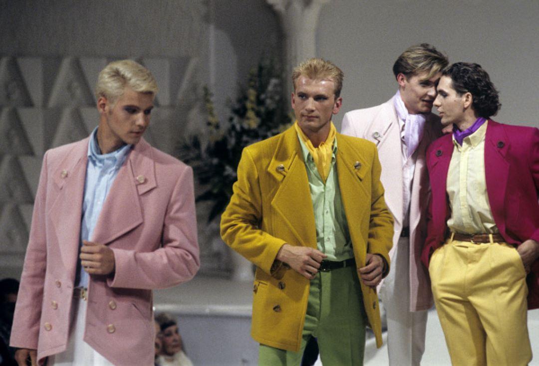 Показ мужской одежды из коллекции модельера Вячеслава Зайцева «Как молоды мы будем», 1996 год. Свите