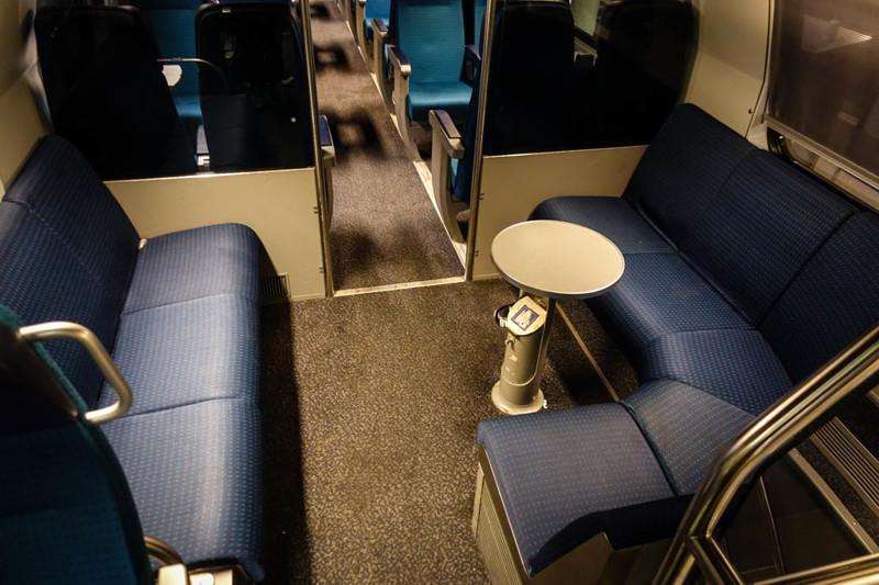 Вообще, что очень радует в этих поездах, это разнообразие конфигураций сидений. Швейцарцы понимают,