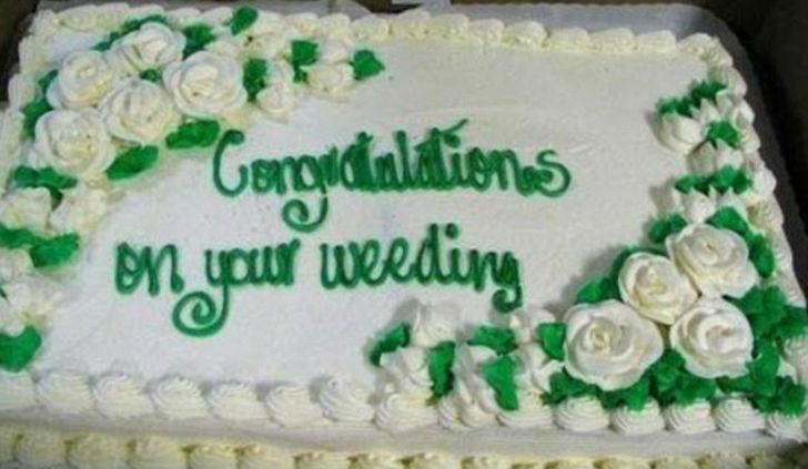 Ошибка в слове «свадьба» (wedding) придает новый смысл (weeding — прополка от сорняков).