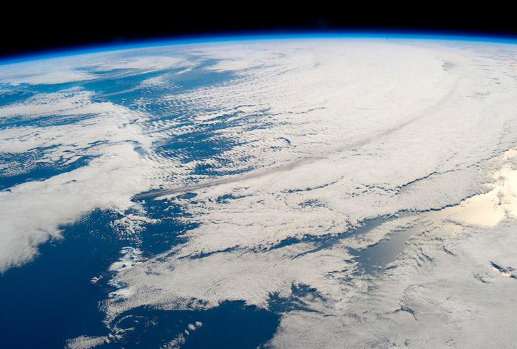 Извержение вулкана Павлова, вид с МКС (Фото NASA   via Reuters):