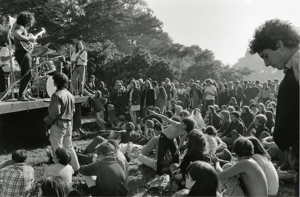 Photographs of Hippie Culture in San Francisco by Elaine Mayes (11 pics)