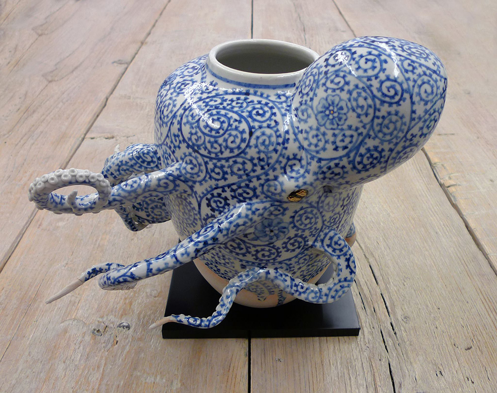Octopi Embedded in Ceramic Vessels by Keiko Masumoto (5 pics)
