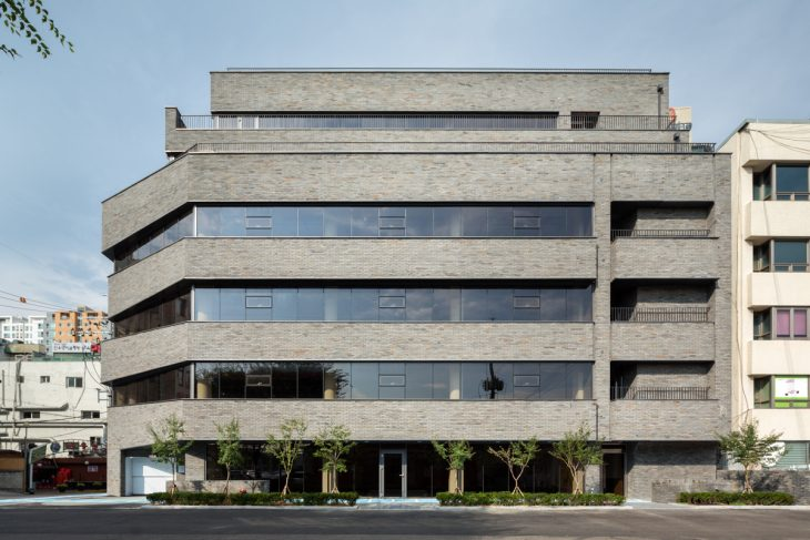 Thumbs up Building by B.U.S Architecture