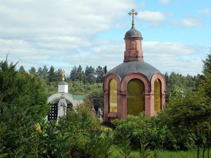 Родовая часовня-усыпальница А.П.Ветлица и его жены при Никольском храме погоста Голенково.
