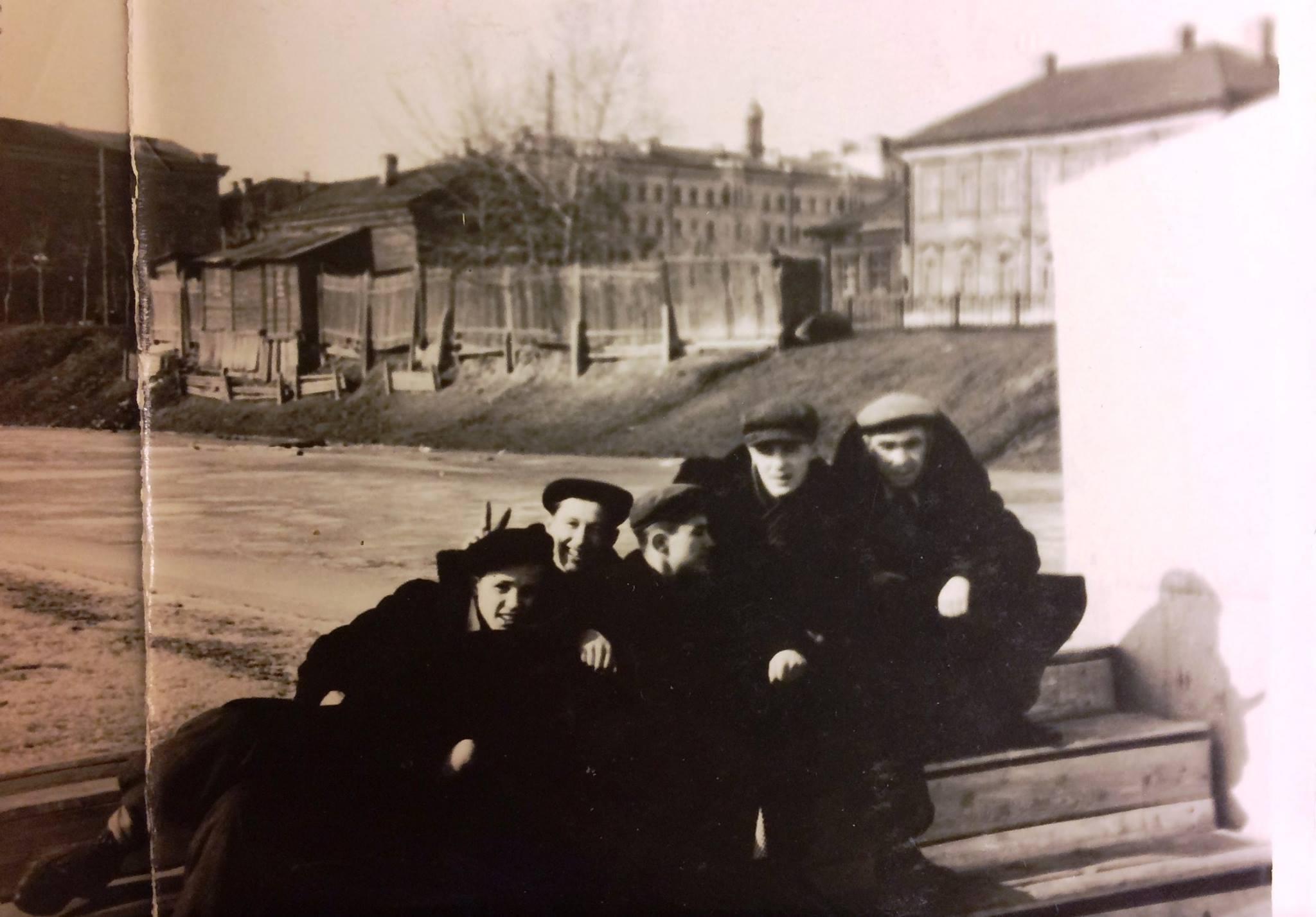 1954-1956. Озеро Кабан, лодочная станция Спартак. Второй справа Гатаев Валерий Закирович - народный артист РСФСР