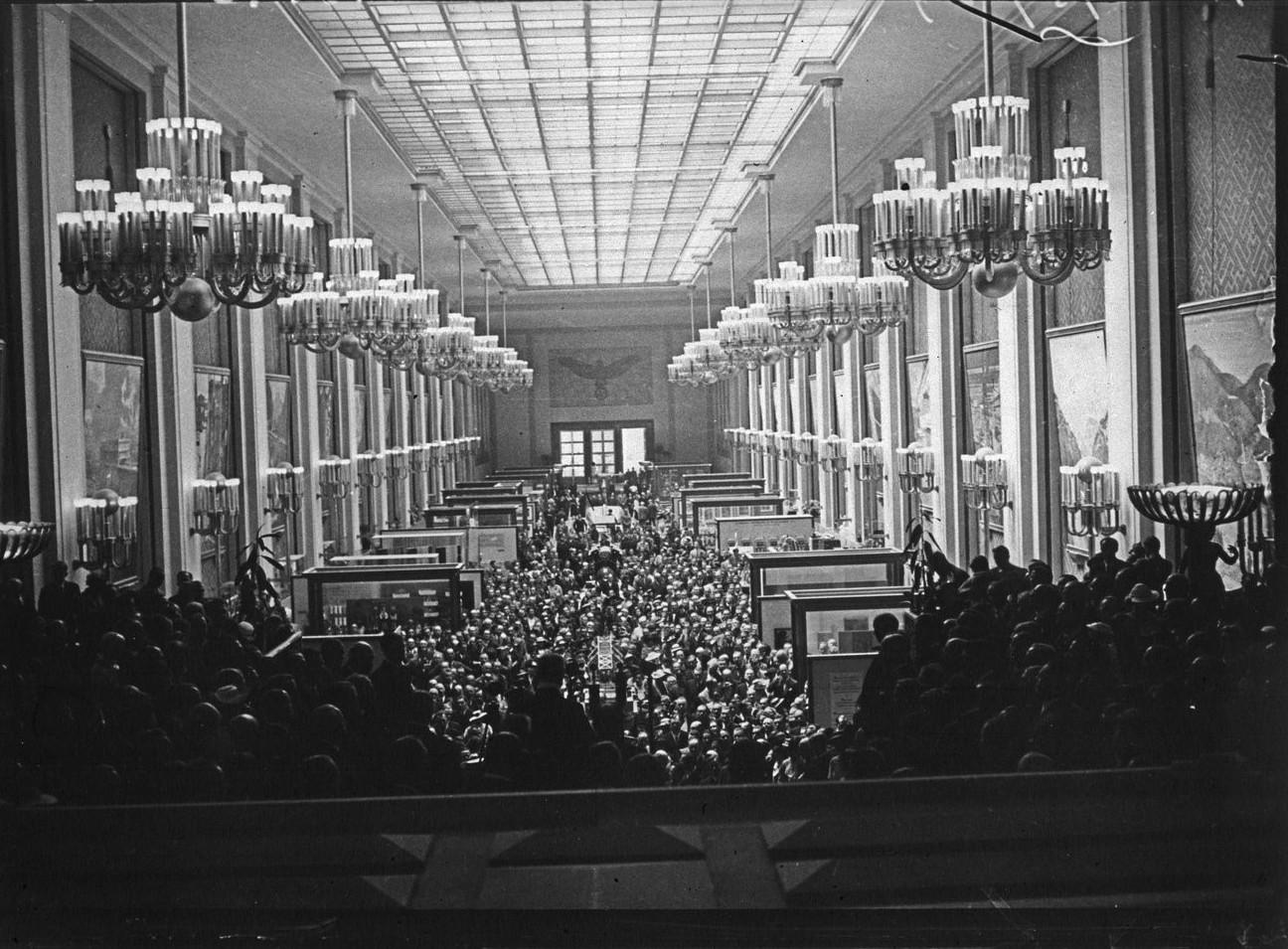 Открытие павильона Германии, Выставочный зал (26 мая 1937 года)