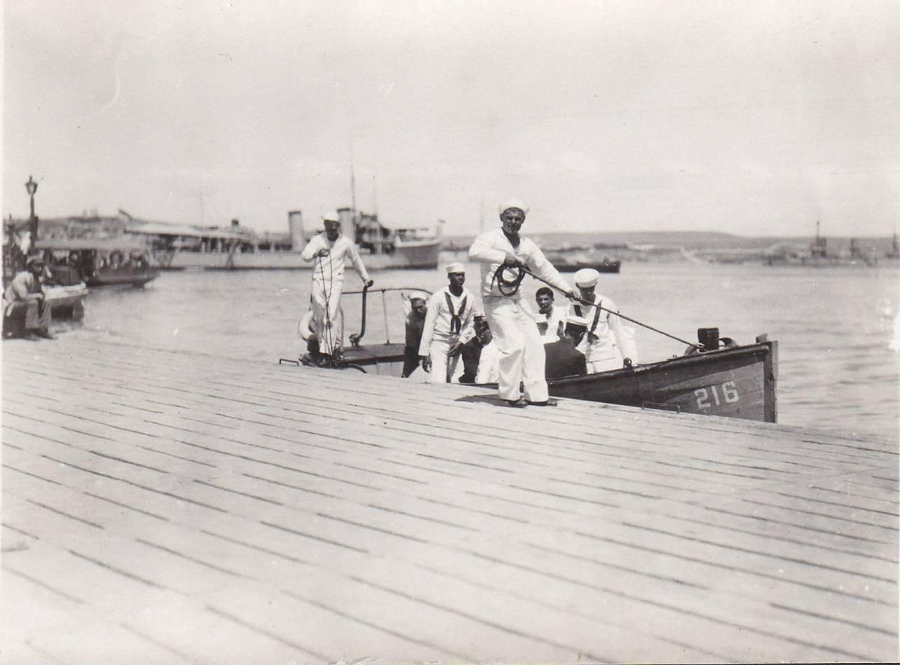 1920. Прибытие на берег моряков с эсминца DD216 «Джон Д. Эдвардс»