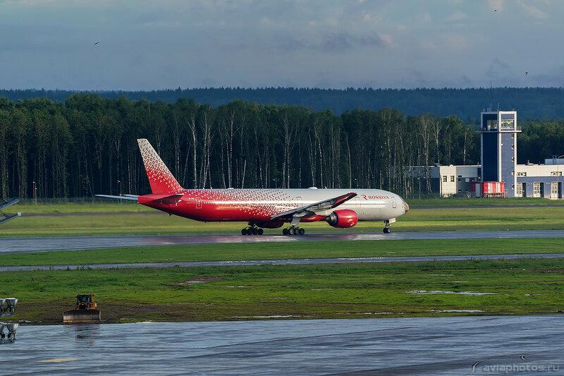 Boeing 777-312 (EI-UNP) Россия 332_D801929