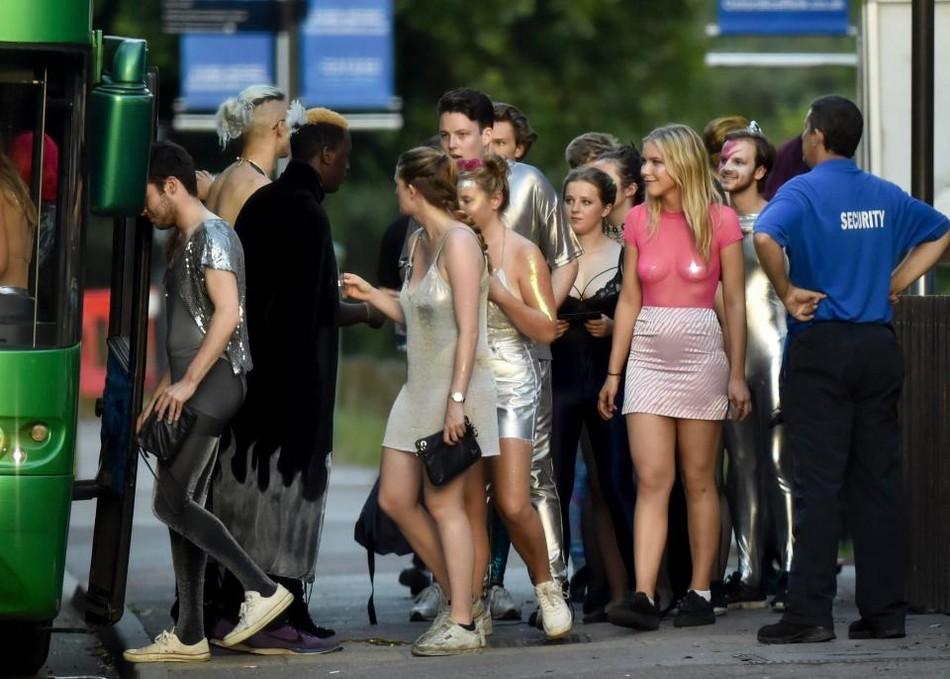 Развратная вечеринка студентов Оксфорда