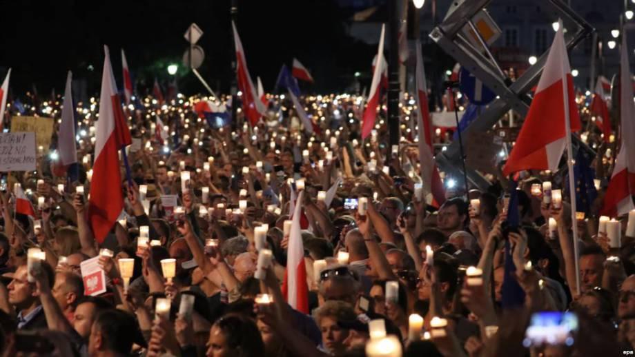 В Польше восьмой день продолжались протесты против судебной реформы