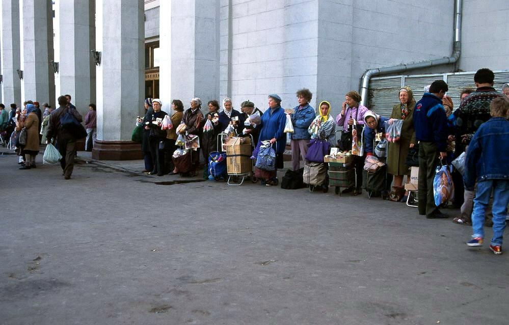 У метро Комсомольская 1994