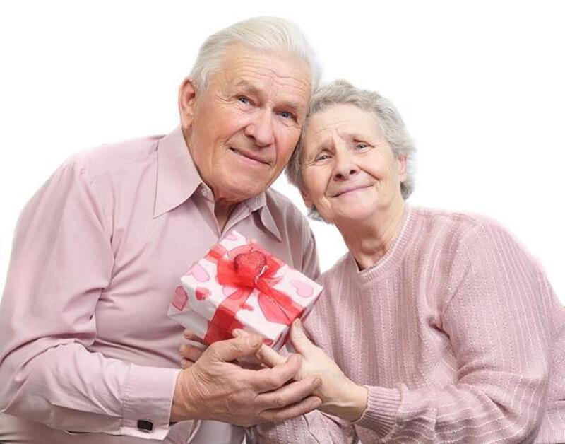 Открытка. С Днем пожилого человека! С подарком!