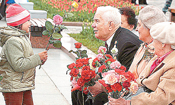 Открытка. С Днем пожилого человека! Цветы в подарок! открытки фото рисунки картинки поздравления