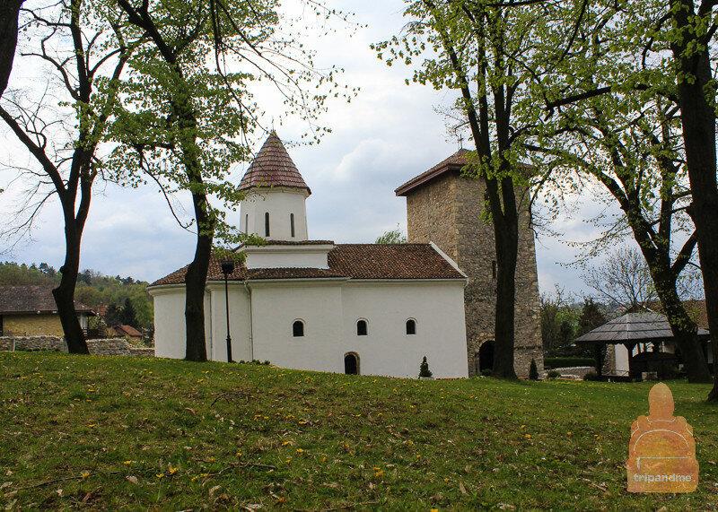 Церковь в Тополе скромная, смотреть особо нечего