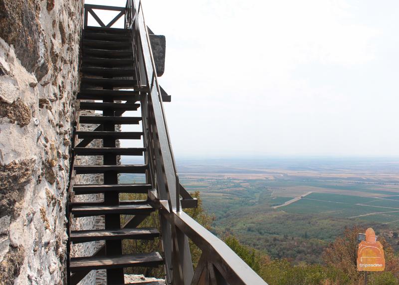 Лестница, ведущая на вершину башни