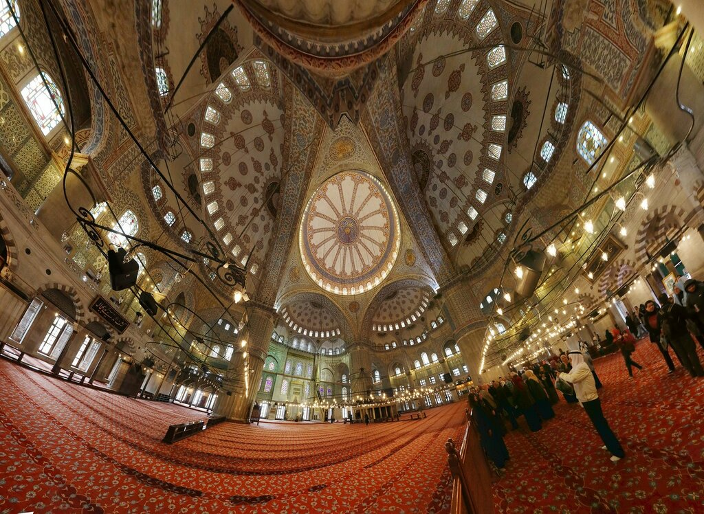 Istanbul. The mosque of Sultan Ahmet, the Blue mosque (Sultan Ahmet Camii). Istanbul. Panorama of the interior of the Blue mosque (Hugin)