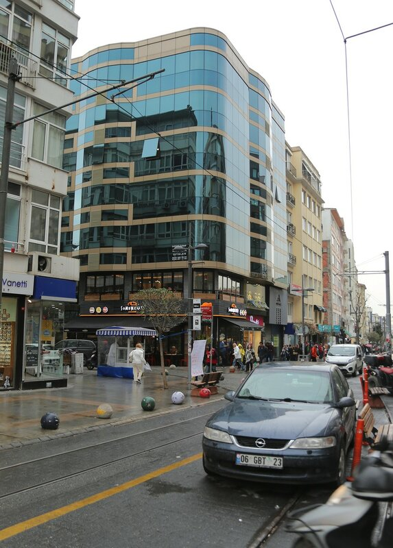 Стамбул. Улица Генерала Асима Гюдюса (General Asım Gündüz Caddesi)