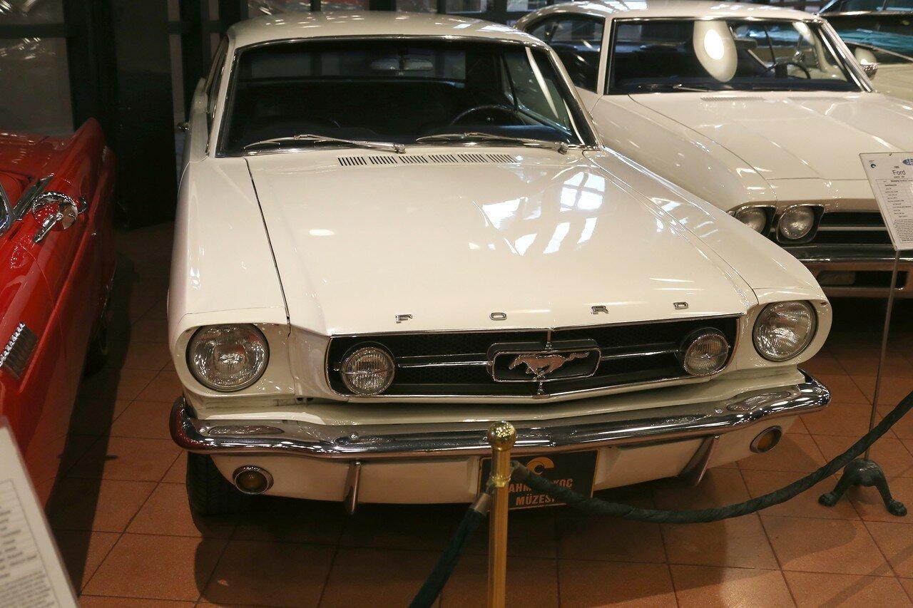 Стамбул. Музей Рахими Коча. Ford Mustang 1965 года с кузовом Hardtop Coupe