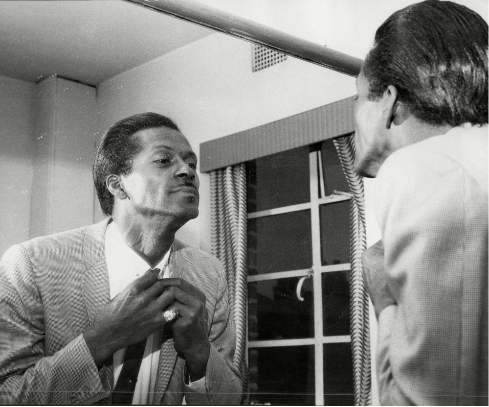 Чак Берри родился в 1926 году в многодетной семье в Сент-Луисе, штат Миссури. Он с самого детства ув