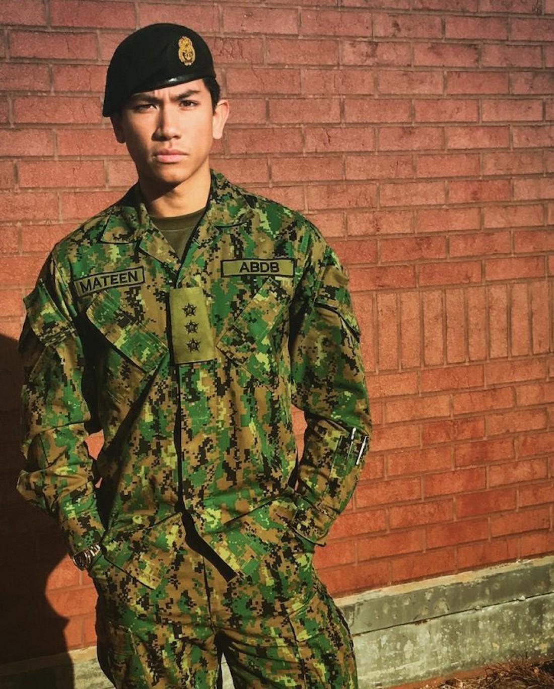 Новый любимец девушек со всего мира в 2011 году окончил Королевскую военную академию в Сандхерсте в
