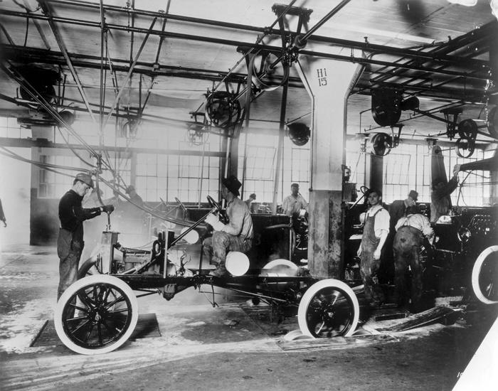 Проверка двигателей Ford Model T на заводе в Хайленд-Парке, 1914
