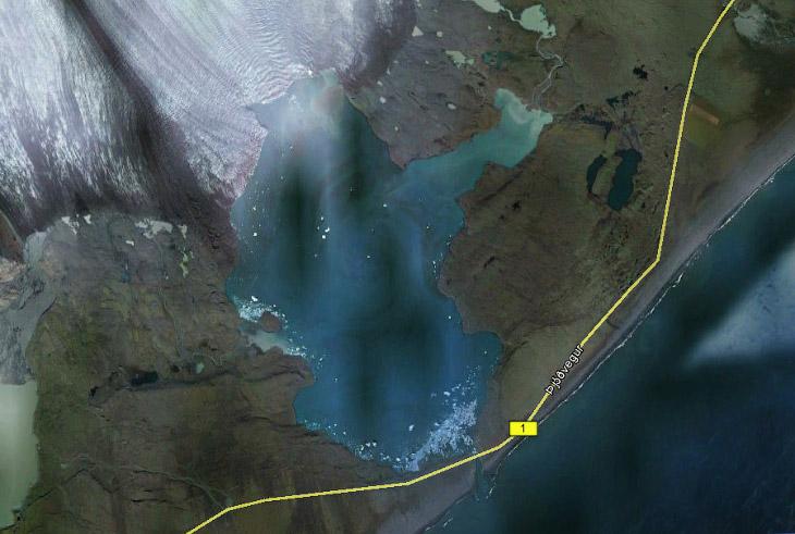 Примерно такой вид открывается на Лагуну с кольцевой трассы А1. Холмик справа — основная туристическ