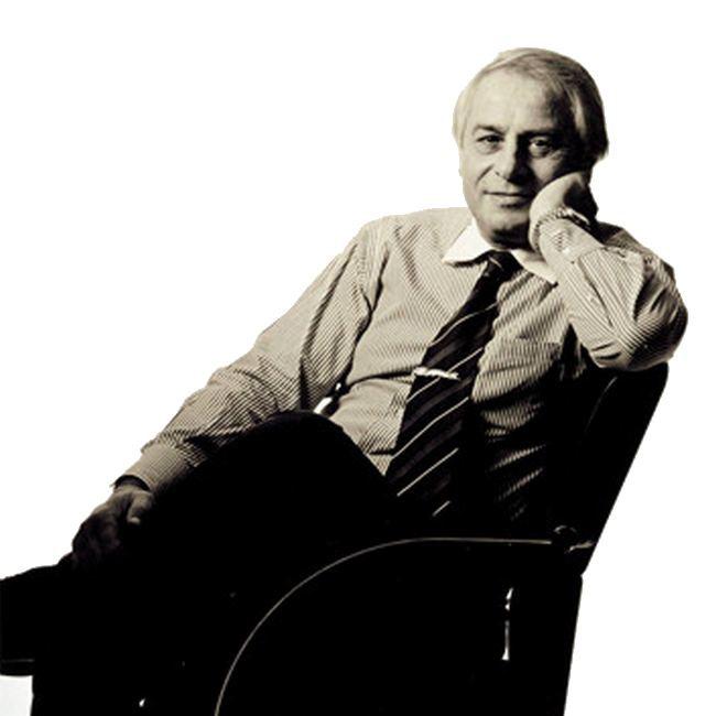 Клод Лобо родился в 1943 году в Париже, к творчеству в его семье никто не тяготел, однако Клод отпра