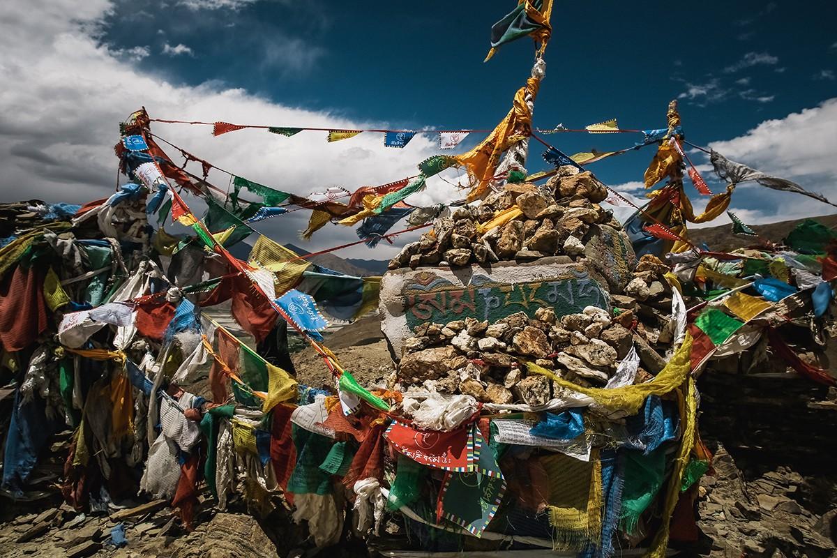 36. Мантра на камне – ом мани пеме хунг. Эта мантра Авалокитешвары, бодхисаттвы сочувствия, самая по