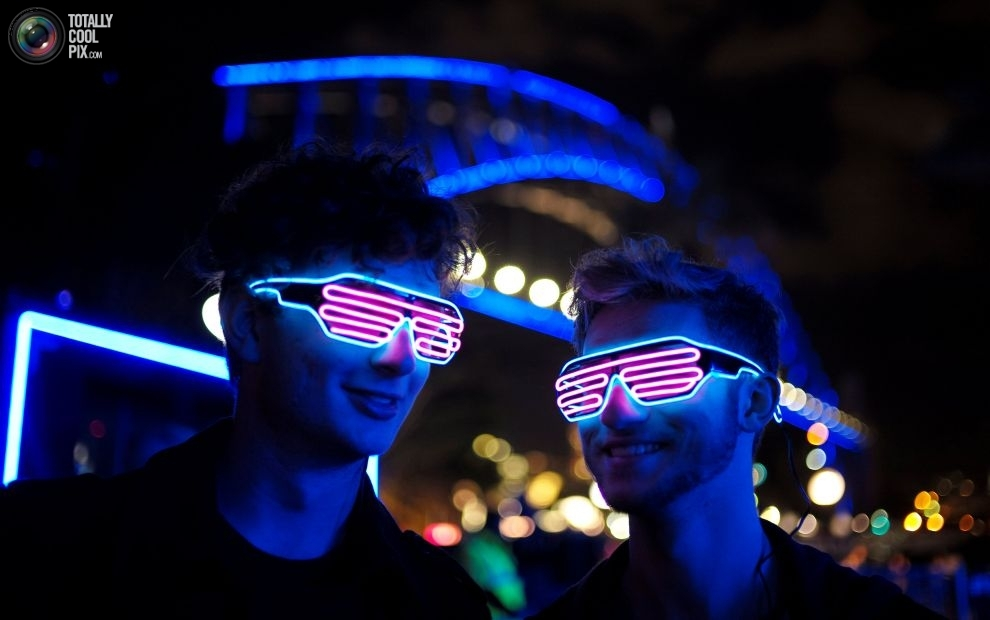 Гости фестиваля музыки и света Vivid Sydney.