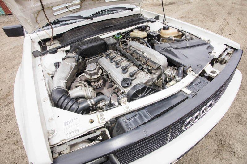 Еще одна «Лянча» в коллекции – это Delta S4 Stradale, один из первых автомобилей в мире с двойным на