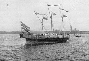 Яхта на Неве