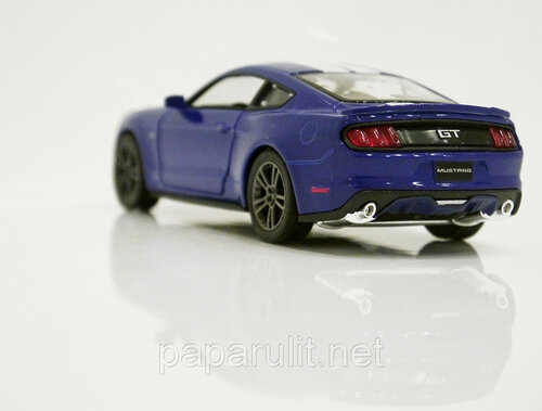 Kinsmart Ford Mustang GT 25.jpg