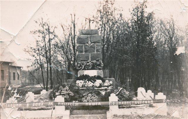 Фото захоронения десантников в Веспреме (7 ноября 1956 г.)