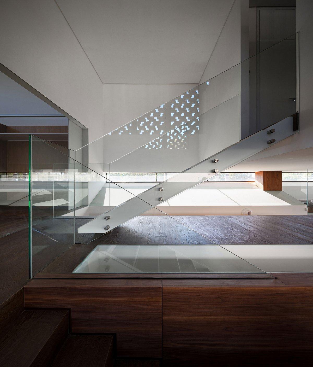 Стеклянные перила лестницы в частном доме