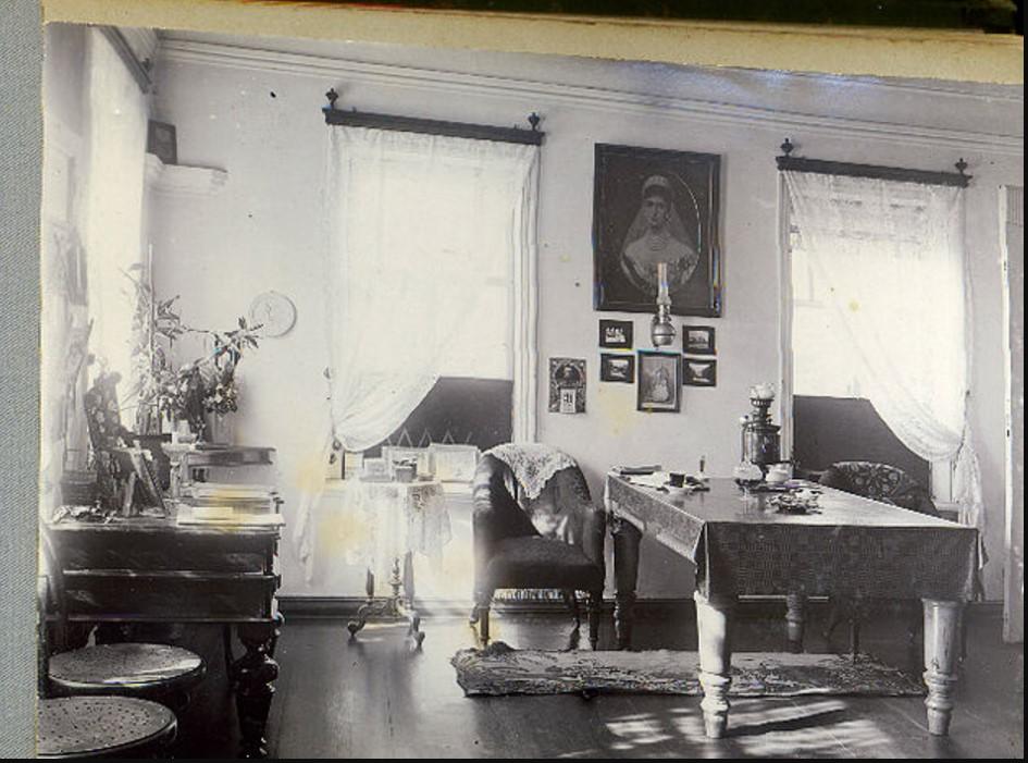 Одна из комнат Хованских в доме Гончарова