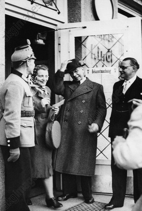 Wahl/Berlin/Okt.1946/J.Kaiser/Wahllokal - -