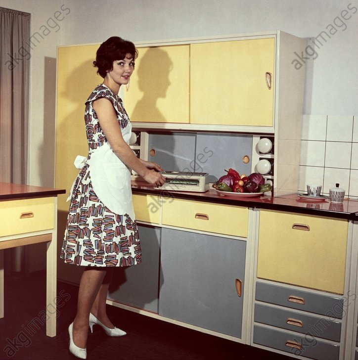 Moderne Hausfrau um 1960 / Foto - Modern housewife c.1960 / Photo -