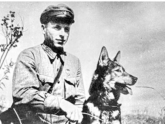 Советский пограничник Никита Карацупа.jpg