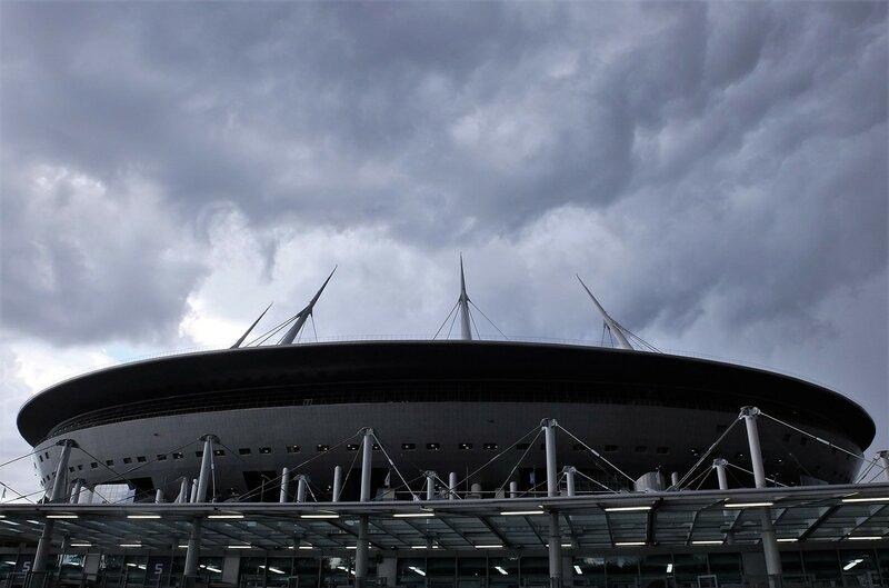 Хорошо когда у стадиона есть крыша