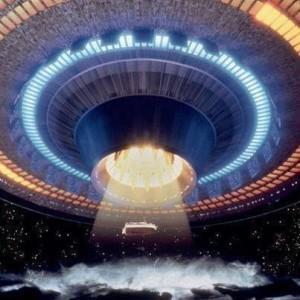 С днем уфолога и НЛО. Инопланетный корабль берет посетителей открытки фото рисунки картинки поздравления