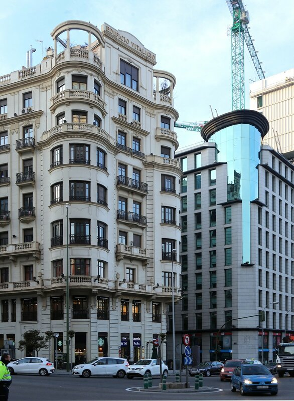 Утренний Мадрид. Гран-Виа. Дом Виталисио (Edificio Vitalicio)