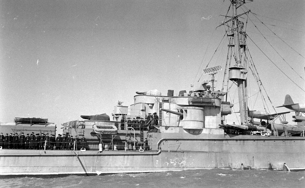 The USS Milwaukee (CL-5) was temporarily transferred to the Soviet Union in April 1944 when it was renamed Murmansk, return to the USA on 16 March 1949 - Yale Joel - LIFE