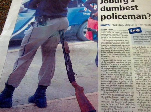 Надеемся, с этим полицейским все хорошо.