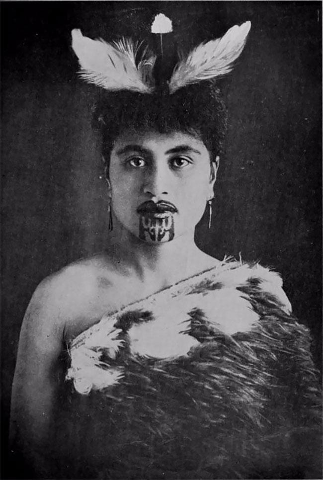 Татуировки на лице — священная традиция женщин племени маори (30 фото)