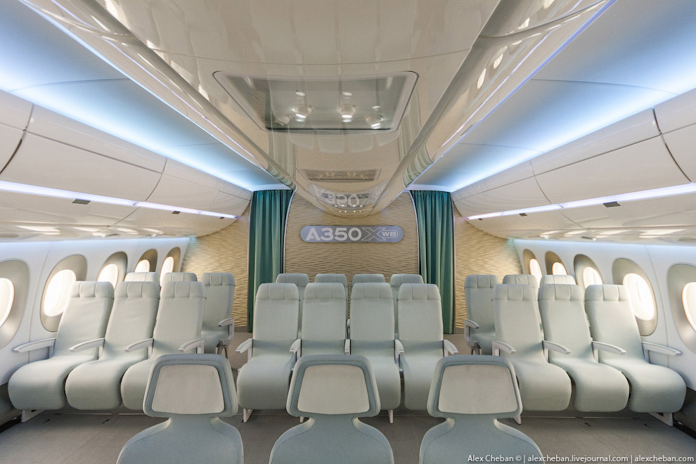 12. В салоне эконом-класса Боинга 777 компоновка 3-3-3, это стандарт, который в свое время анон