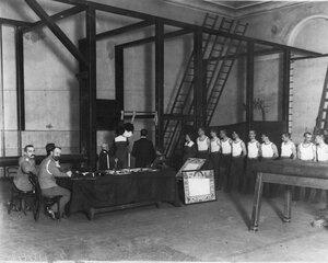 Экзамены у членов Общества телесного воспитания Богатырь в гимнастическом зале 2-го Кадетского корпуса. 1912