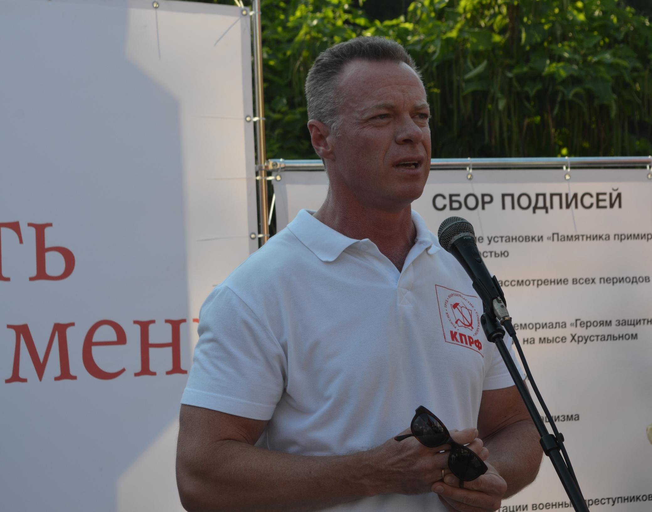 20170804-Антисоветизм в Севастополе не пройдёт- севастопольцы вышли на митинг против памятника примирению-pic1
