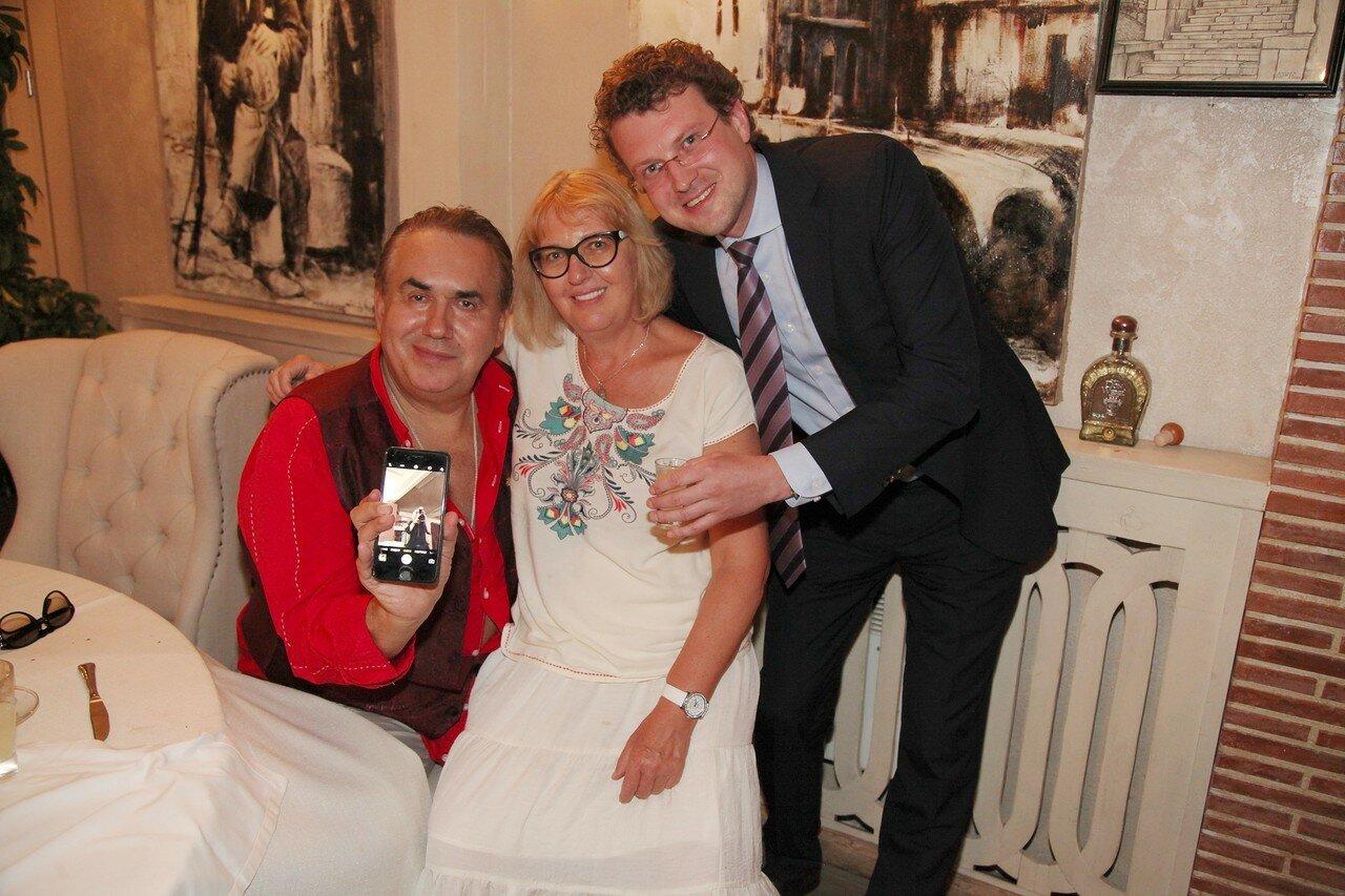 Женя Резник с днём рождения, чуда жди! Счастье – впереди! Удовольствия утрой и https://img-fotki.yandex.ru/get/249782/39067198.1be/0_c975f_30424513_XXXL.jpg